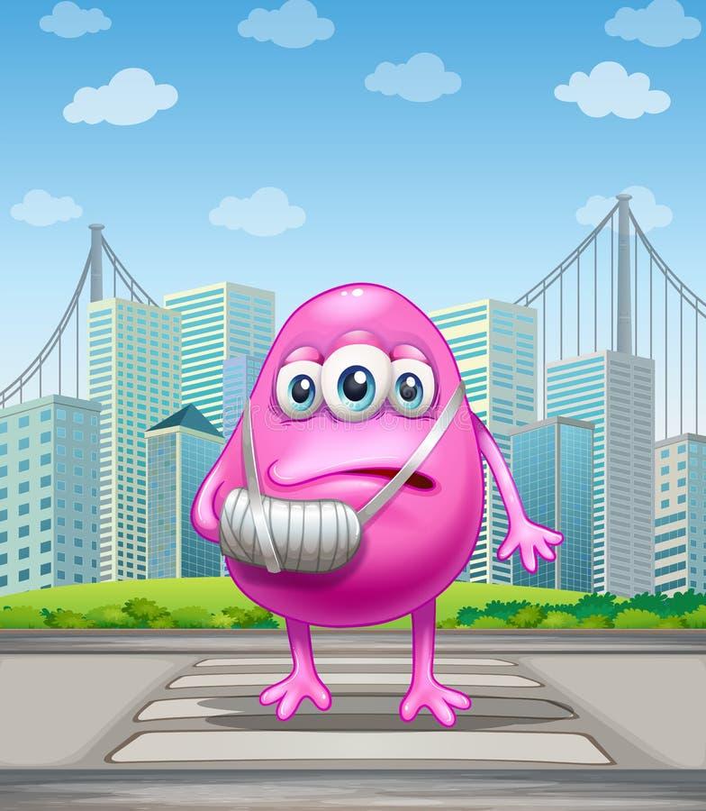 Um monstro cor-de-rosa ferido que cruza a rua ilustração royalty free