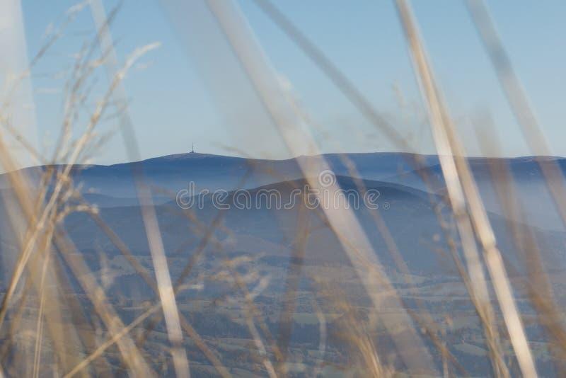Um monte com viewtower fotografia de stock royalty free