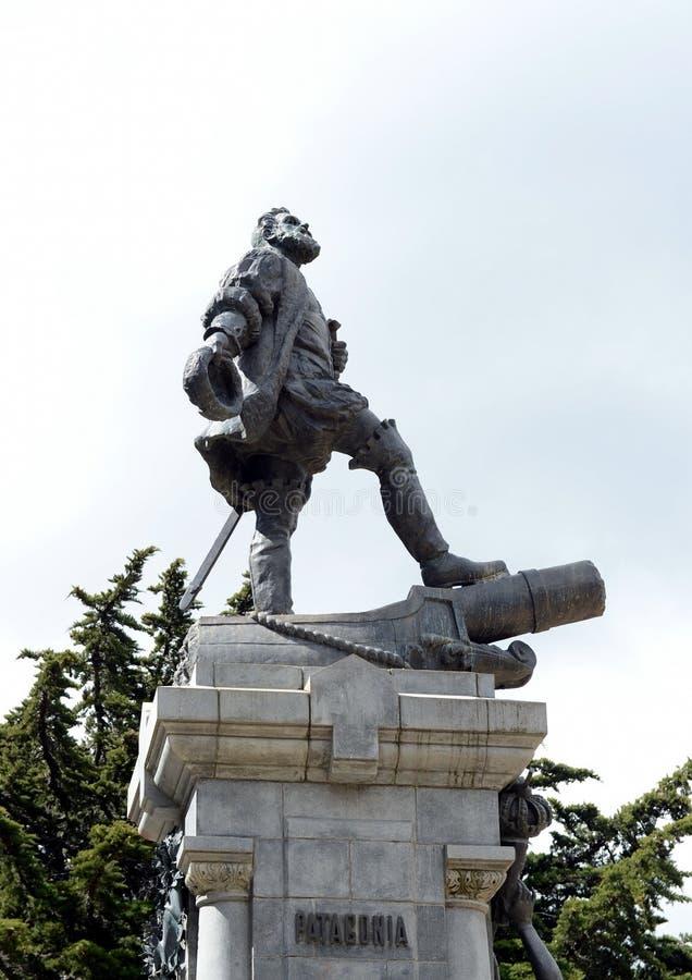 Um monumento a Fernando Magellan em arenas de Punta foto de stock