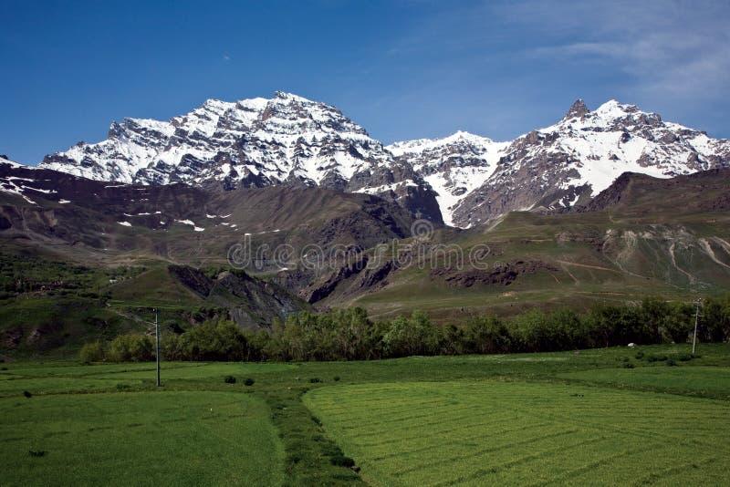 Um Mountainscape perto de Drass na maneira à passagem de Zojila, Ladakh, Jammu e Caxemira, Índia fotografia de stock