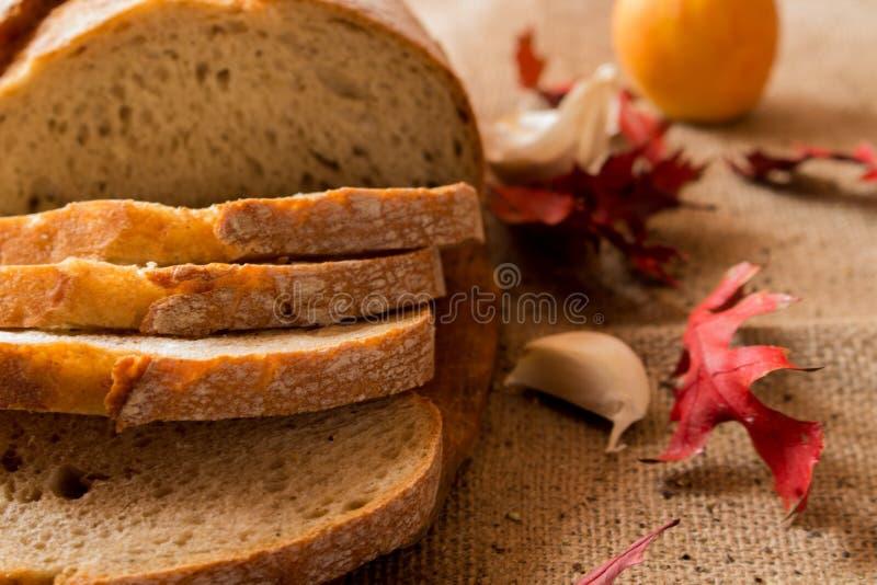 Um naco de pão fresco fotografia de stock royalty free