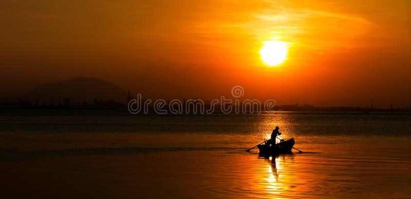 Um nascer do sol impetuoso fotos de stock