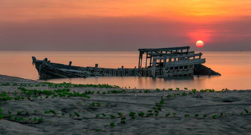 Um naufrágio velho ou um panorama abandonado do naufrágio tomado durante a fotografia de stock royalty free