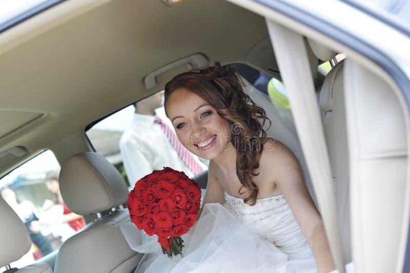 Um olhar da noiva feliz fotos de stock royalty free