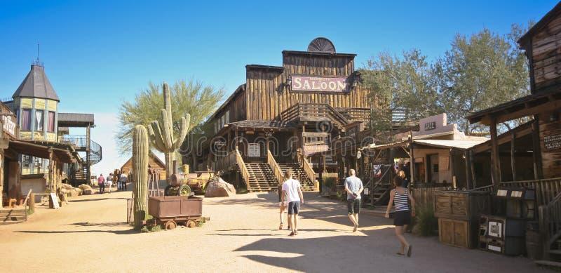 Um olhar na cidade fantasma da jazida de ouro, o Arizona fotografia de stock