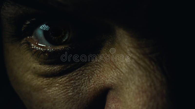 Um olho masculino irritado imagens de stock royalty free