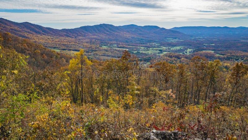 Um outono do vale da angra do ganso da vista, Bedford County, Virgínia, EUA imagem de stock