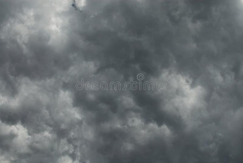 Um outro céu nebuloso profundo e escuro imagens de stock