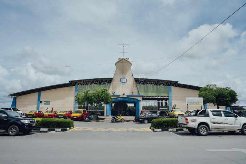 Um outro complexo do terminal do barco de passageiro fotografia de stock