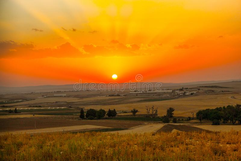 Um pôr do sol surpreendente de Setif Argélia, a natureza é esperançosa fotos de stock royalty free
