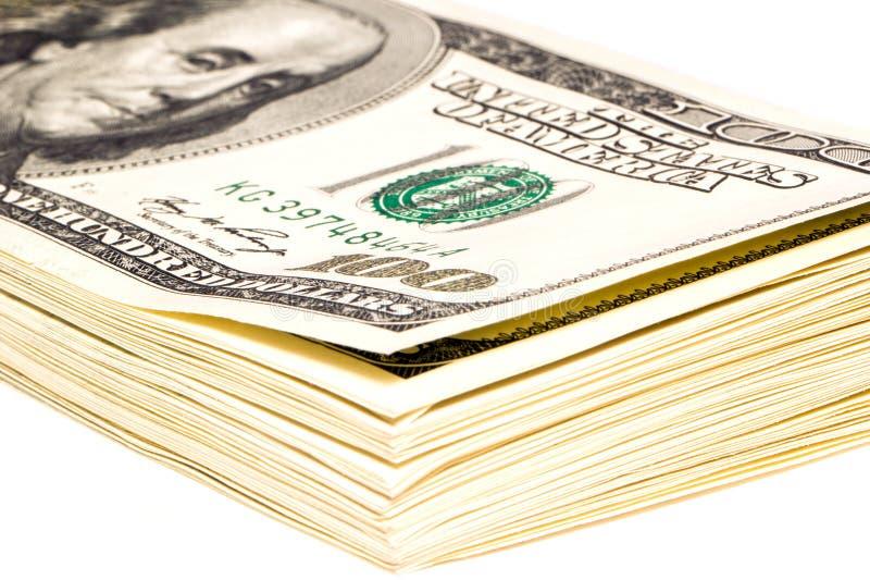 Um pacote de 100 notas de dólar