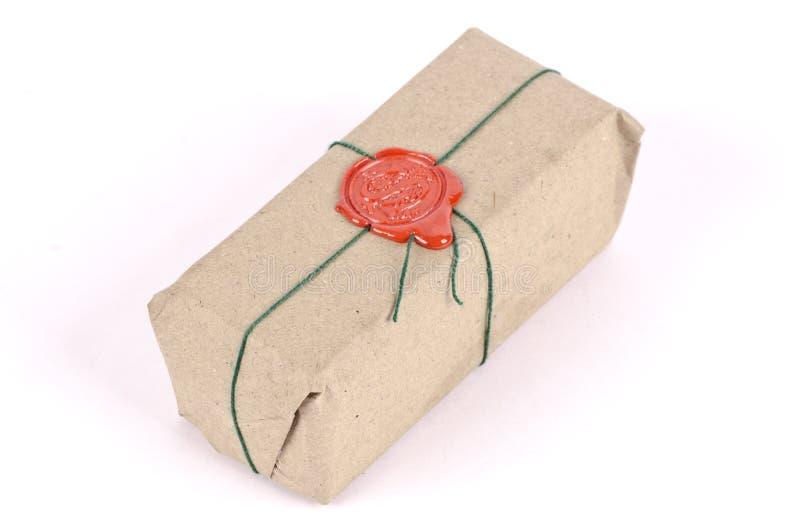 Um pacote embalado e selado imagens de stock