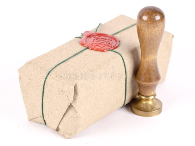 Um pacote embalado e selado foto de stock