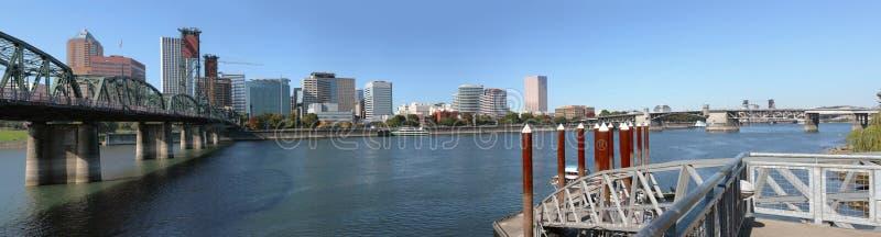 Um panorama da skyline & das pontes de Portland Oregon. fotografia de stock royalty free