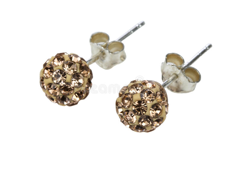 Um par brincos de prata com cristais dourados fotos de stock