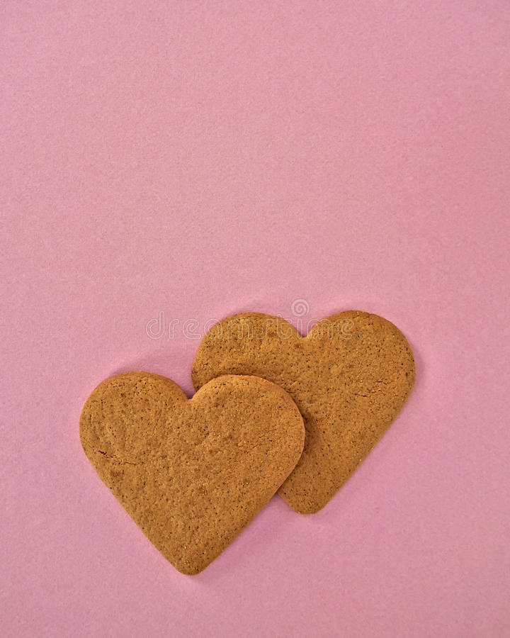 Um par cookies dadas forma coração imagem de stock