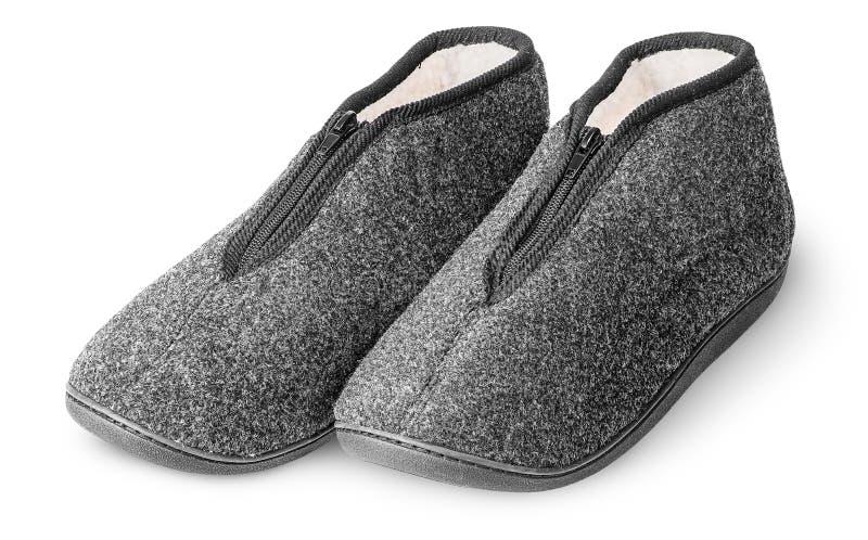 Um par da obscuridade confortável - deslizadores cinzentos com pele fotografia de stock royalty free