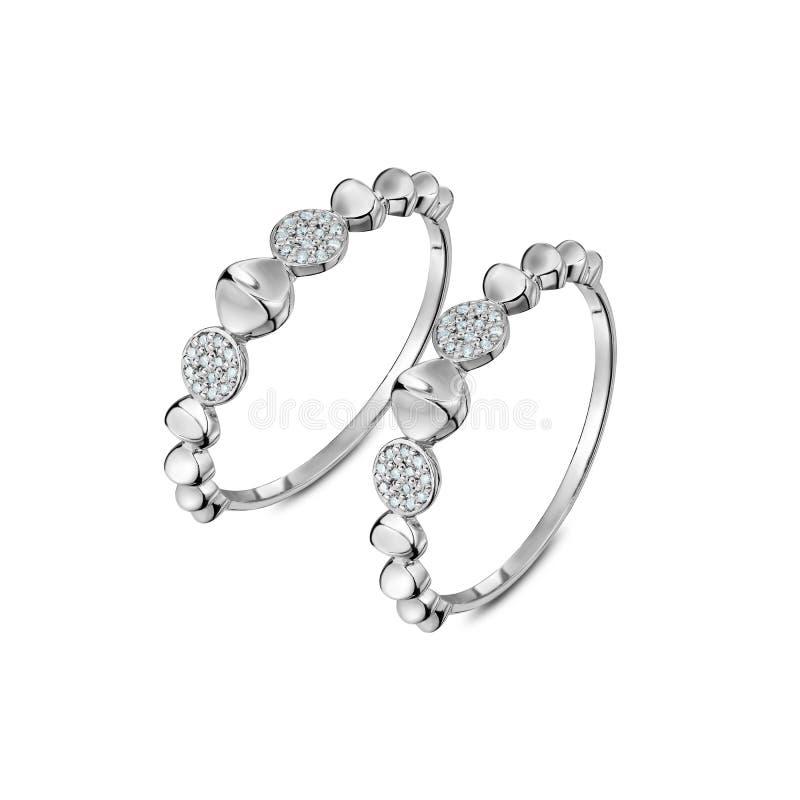 Um par de anéis de ouro branco luxuosos com diamantes foto de stock