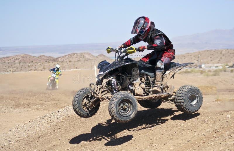Um par de prática dos pilotos do motocross em SARA Park imagem de stock royalty free