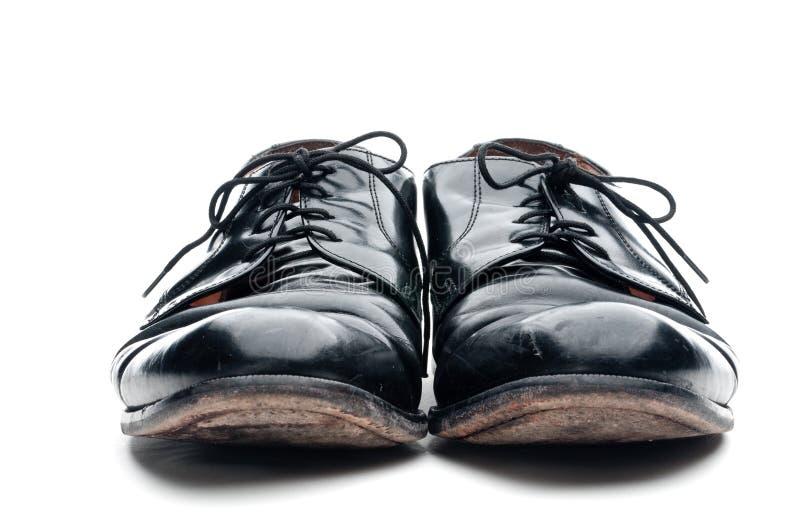 Um par de sapatas de couro pretas desgastadas velhas do negócio fotos de stock royalty free