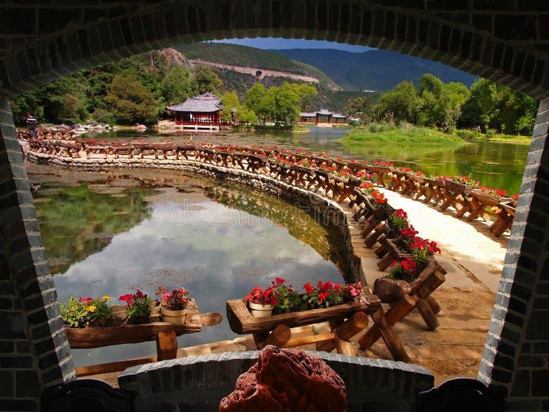 Um parque do cenário em Lijiang foto de stock