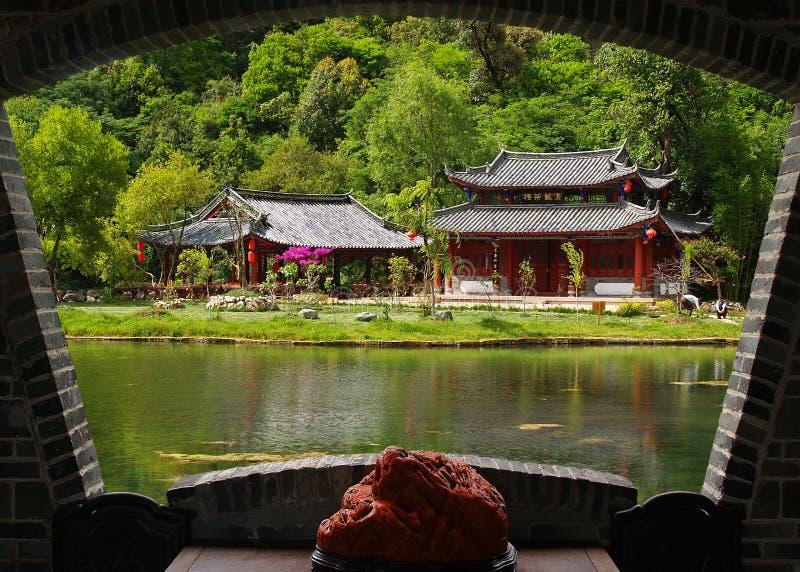 Um parque do cenário em Lijiang imagem de stock