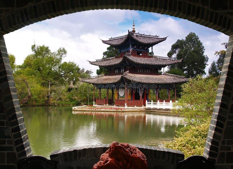 Um parque do cenário em Lijiang fotos de stock