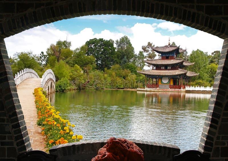 Um parque do cenário em Lijiang imagens de stock royalty free