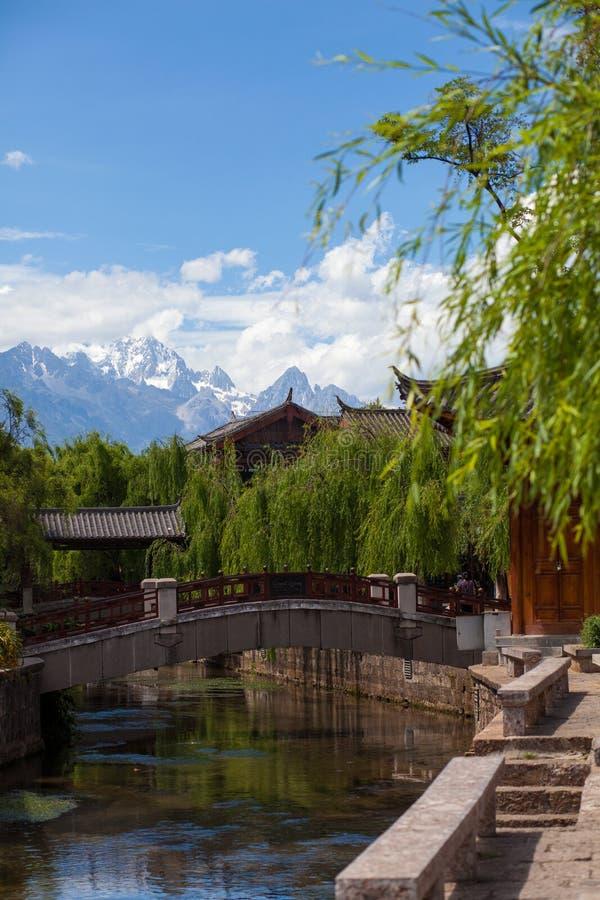 Um parque do cenário em Lijiang China imagens de stock royalty free