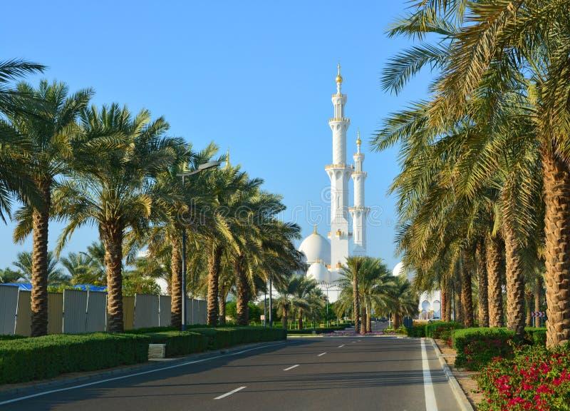 Um parque perto da mesquita fotografia de stock royalty free
