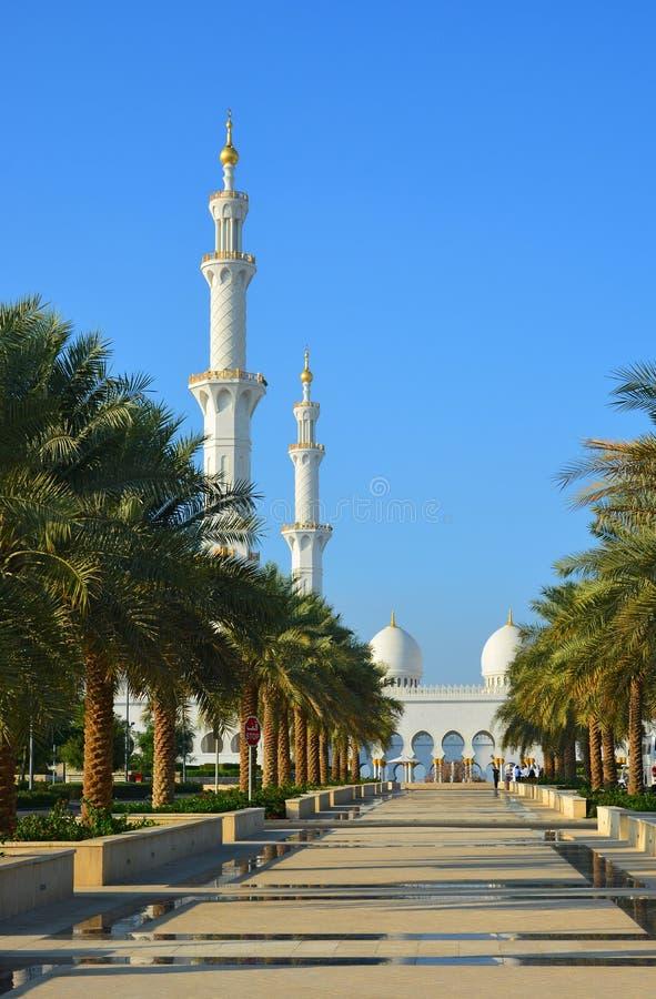 Um parque perto da mesquita foto de stock