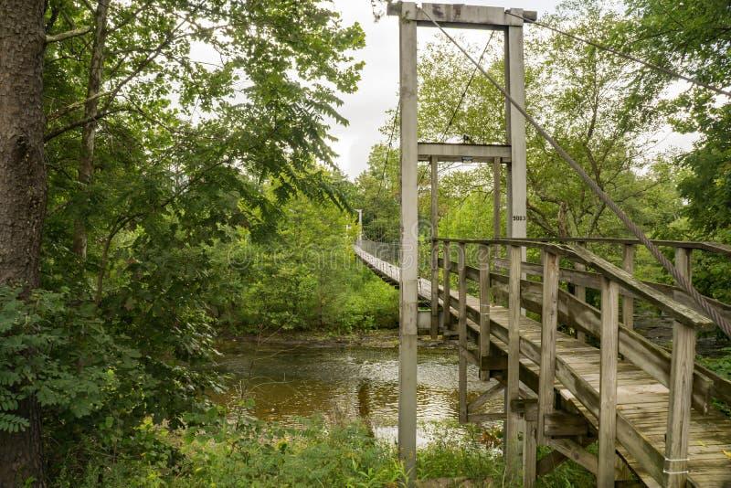 Um passadiço de balanço sobre Craig Creek imagens de stock royalty free