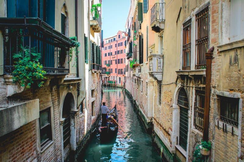 Um passeio da gôndola em Veneza foto de stock royalty free