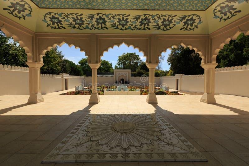 Um pavilhão no jardim indiano de Bagh do carvão animal, Hamilton Gardens, Hamilton, Nova Zelândia imagem de stock royalty free