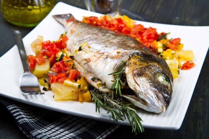 Um peixe cozido fotos de stock