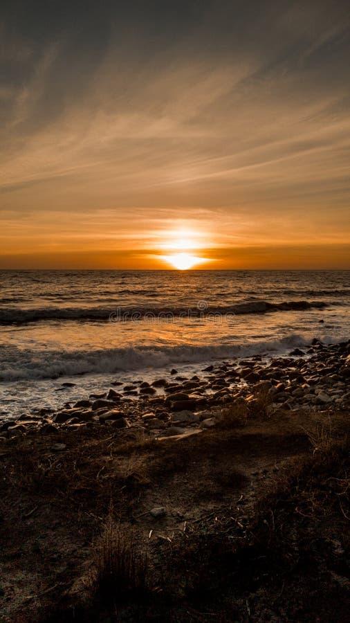 Um por do sol bonito em Malibu foto de stock