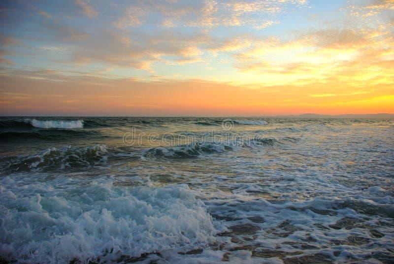 Um por do sol bonito na praia de San Carlos Sonora fotografia de stock royalty free