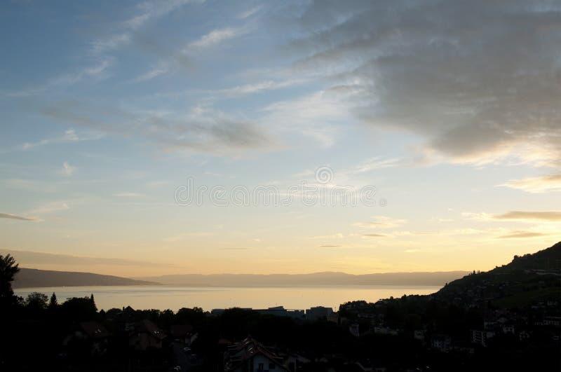 Um por do sol bonito sobre Vevey, Suíça fotografia de stock royalty free