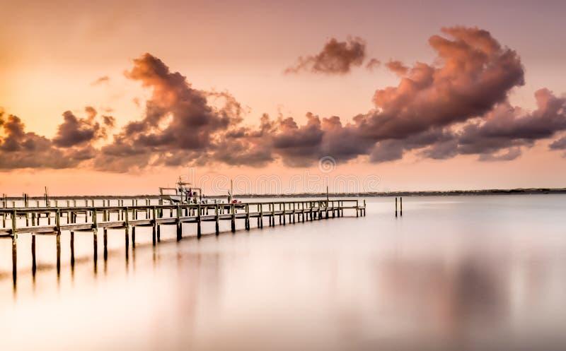 Um por do sol cor-de-rosa foto de stock
