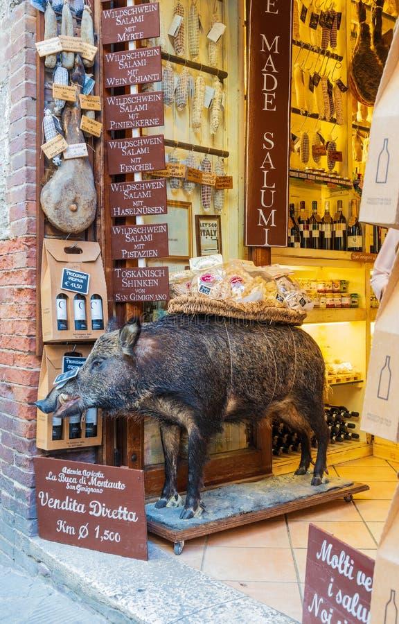 Um porco enchido em umas guloseimas italianas imagem de stock royalty free