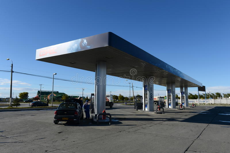 Um posto de gasolina em arenas de Punta chile fotografia de stock