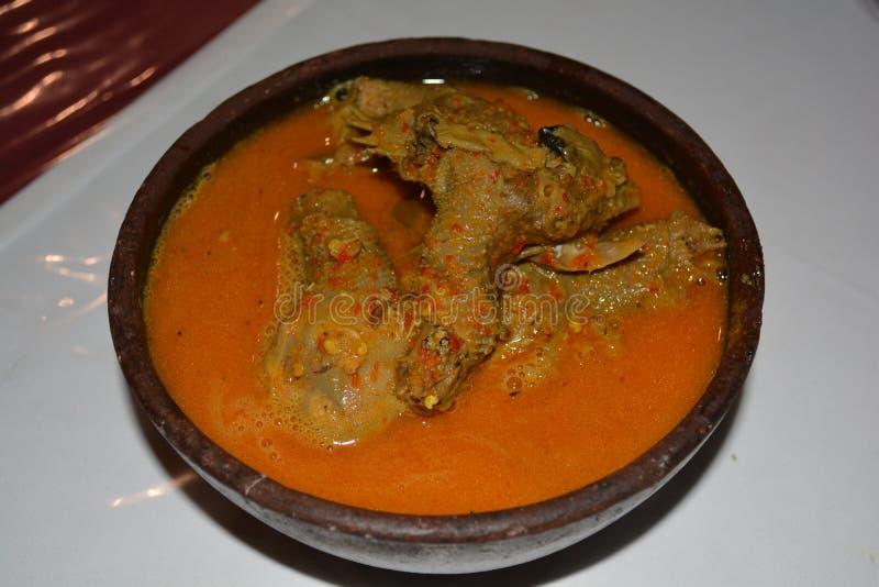 Um prato asiático tradicional composto das cabeças despedaçadas da galinha imagens de stock royalty free