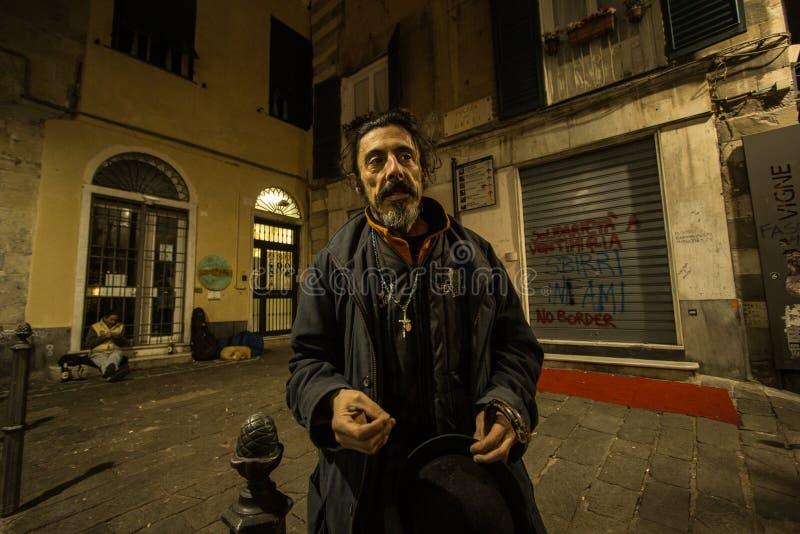 Um pregador na noite de Genoa fotos de stock royalty free