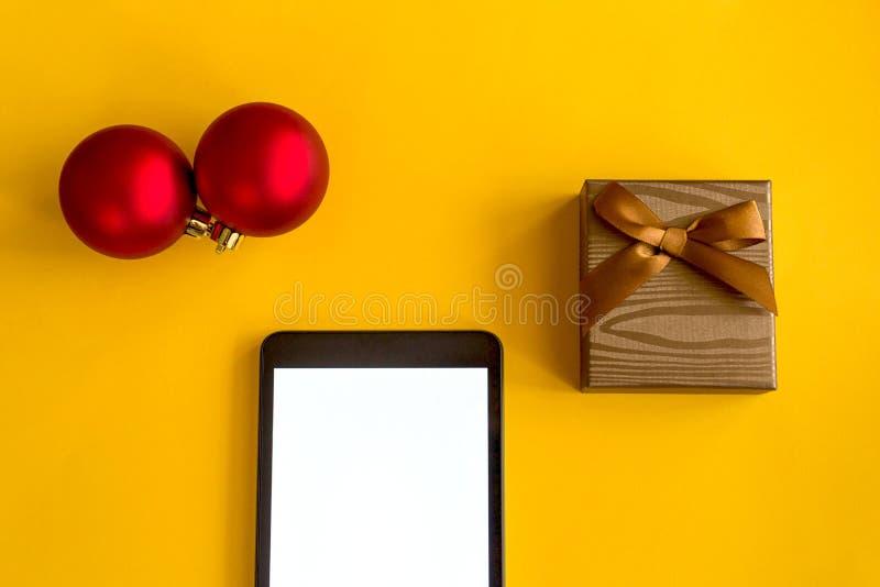 Um presente para o ano novo e o Natal foto de stock royalty free