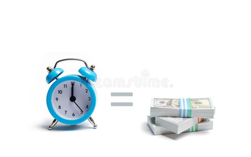 Um pulso de disparo, pilha de dinheiro e o sinal igual entre eles em um fundo branco O conceito de expressar Tempo é dinheiro pla fotografia de stock