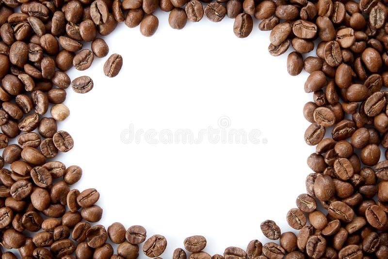 Um quadro dos feijões de café roasted com espaço vazio da cópia fotos de stock royalty free