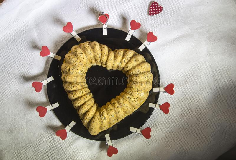 Um queque-coração bonito imagens de stock