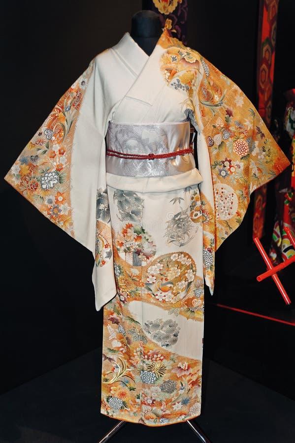Um quimono das mulheres japonesas originais com bordado colorido lindo fotografia de stock royalty free