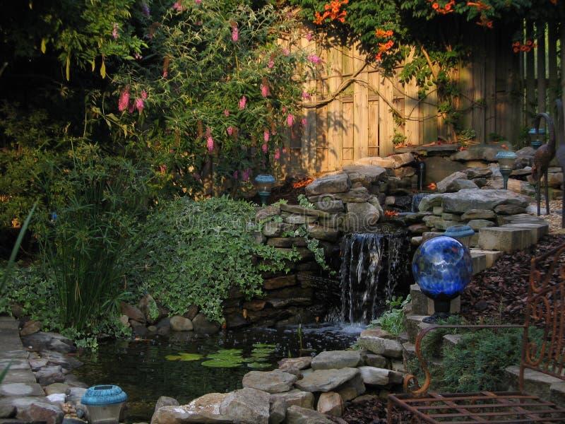 Um quintal Paradise da tranquilidade fotos de stock royalty free