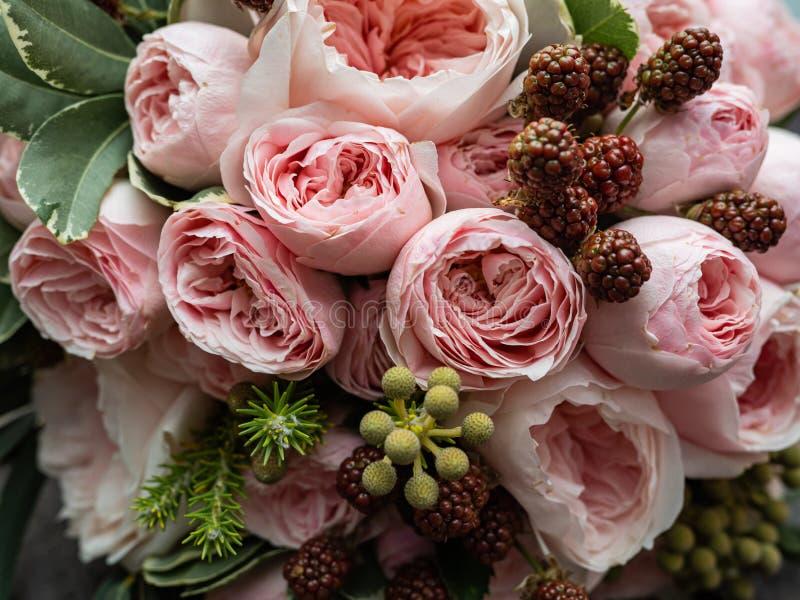 Um ramalhete de flores delicadas bonitas para um casamento imagem de stock